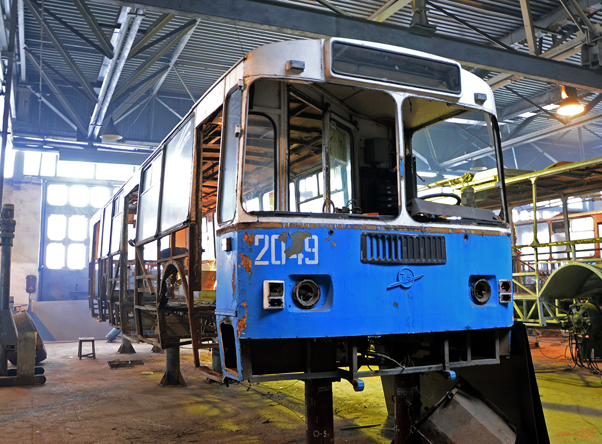 """Demontáž původního trolejbusu. (foto: """"vania256"""")"""
