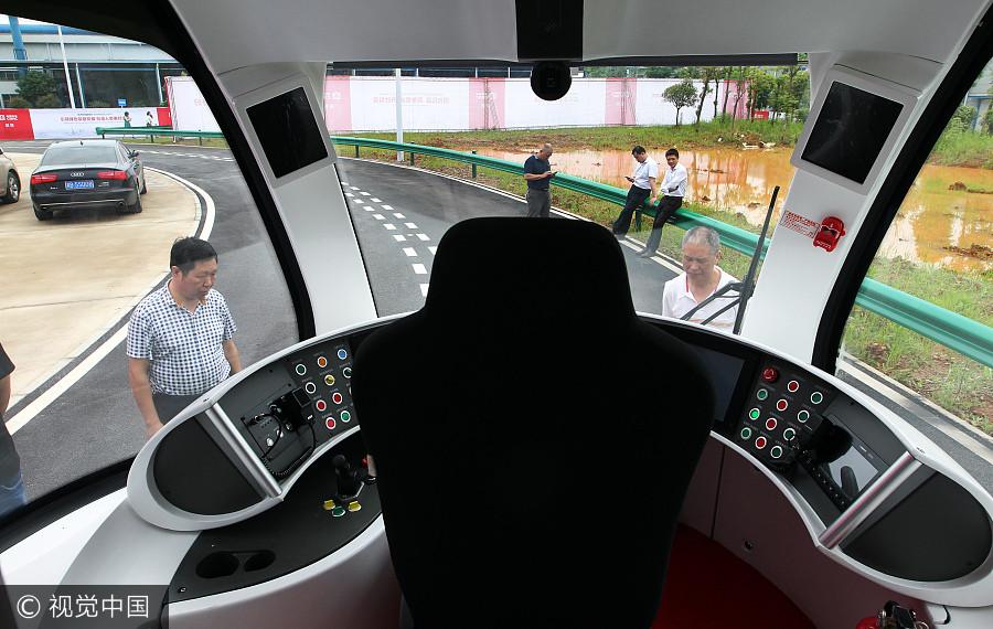Také stanoviště řidiče připomíná na první pohled tramvaj.(foto: CRRC Zhuzhou)