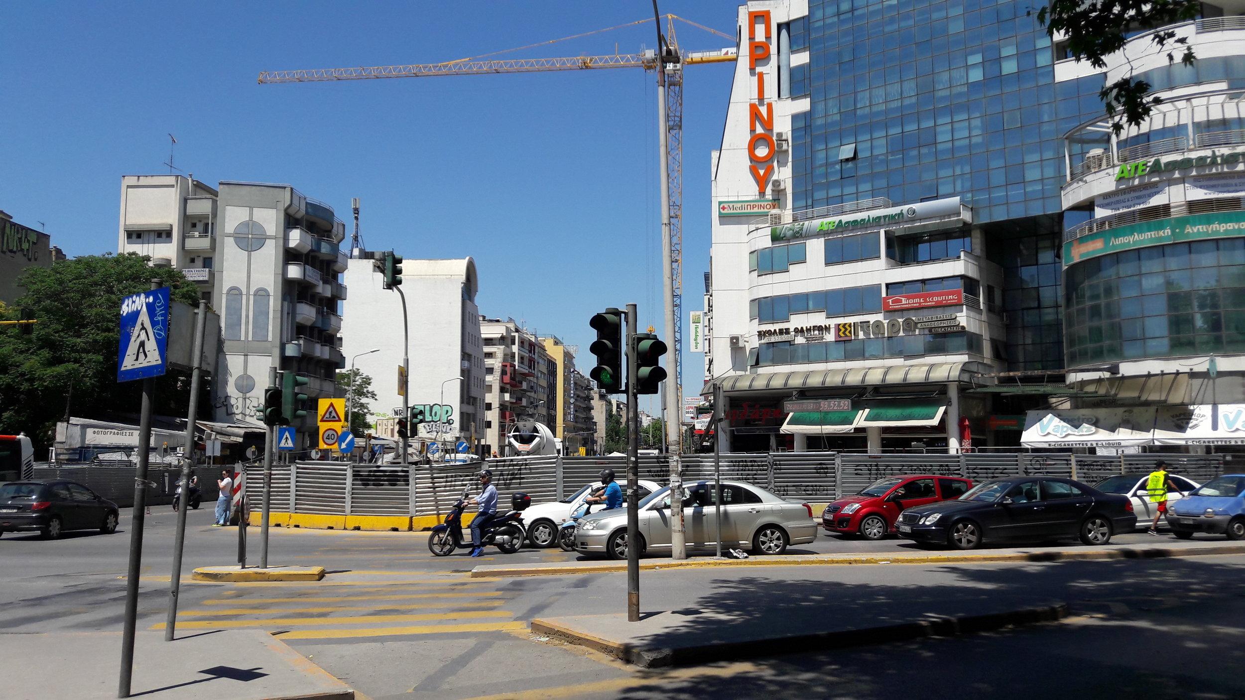 Stanice Dimokratias – podobněvypadají i staveniště dalších stanic metra v Soluni.