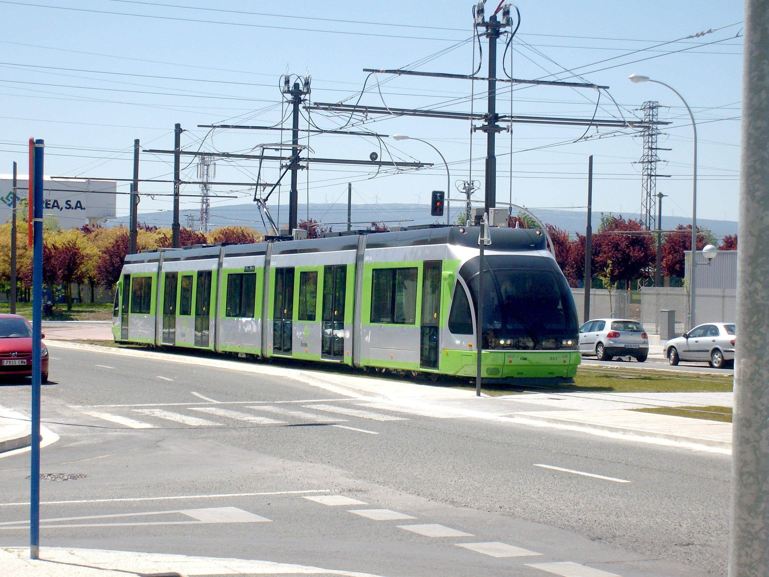 Tramvaj ve Vitorii na třech snímcích.(foto: Juanjo Olaizola Elordi)