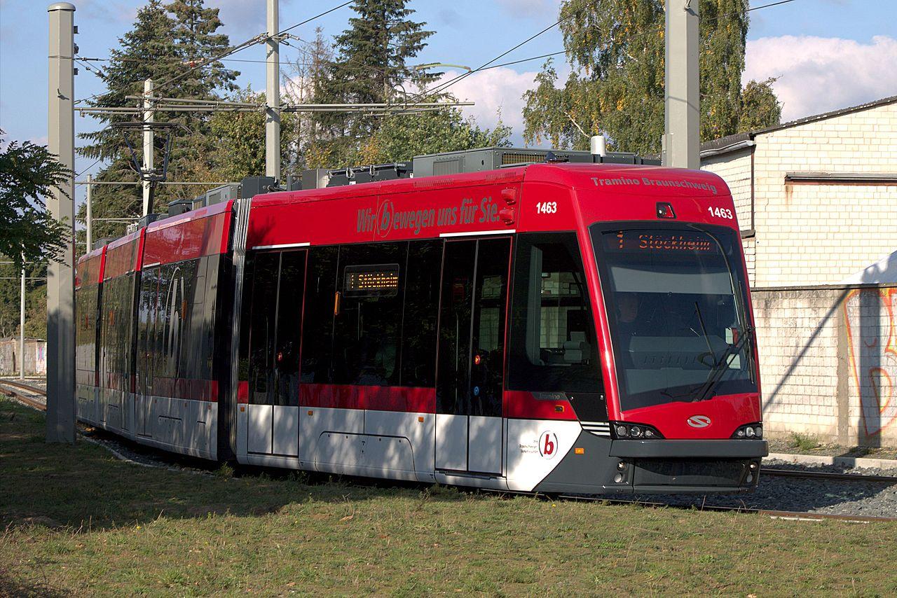Tramvaj Solaris Tramino z první 18ks dodávky pro město Braunschweig. (zdroj: Wikipedia.org)