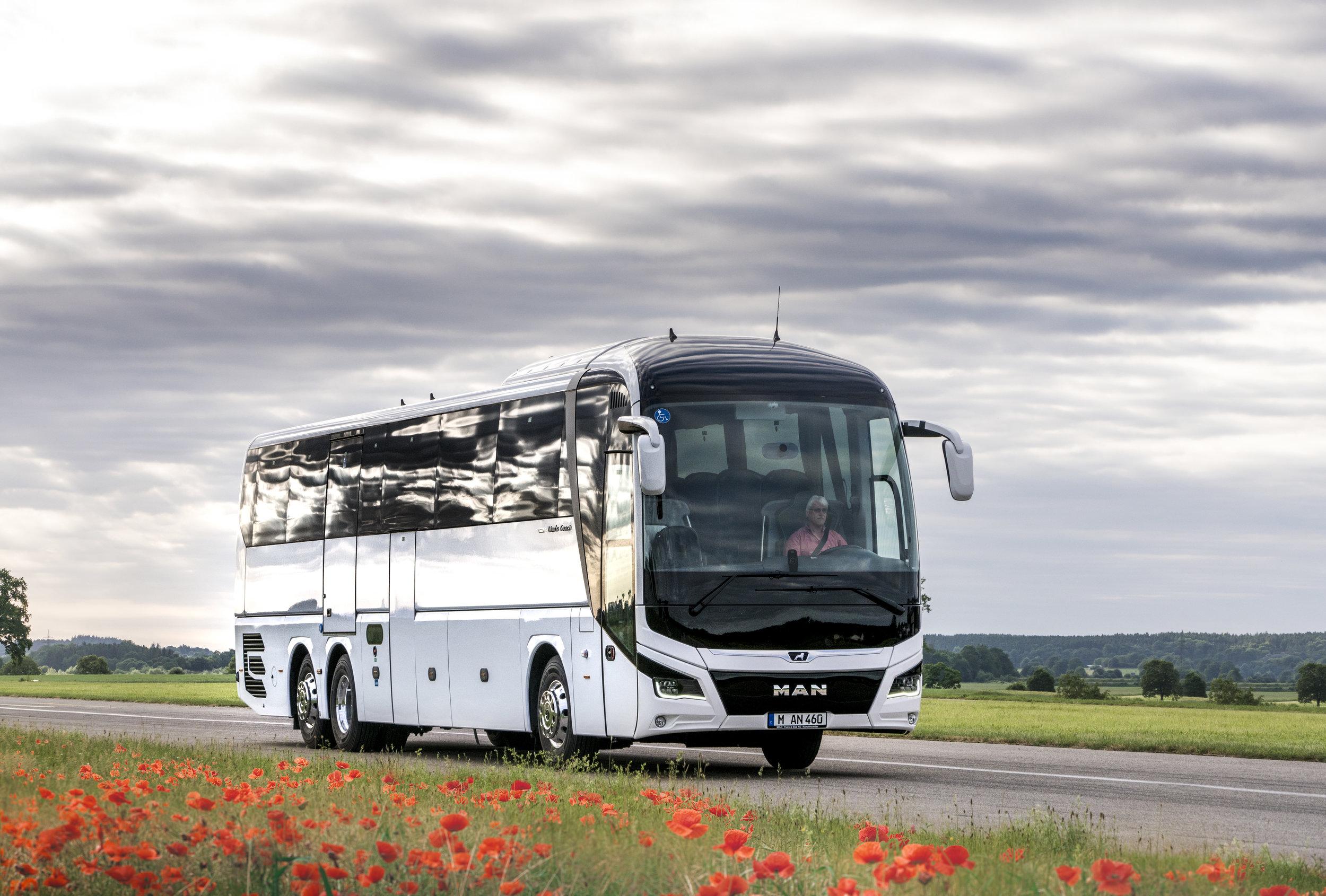 Nový MAN Lion's Coach je prvním z vozidel, u nějž jsou použity nové charakteristické znaky designu značky. (foto: MAN Truck & Bus)