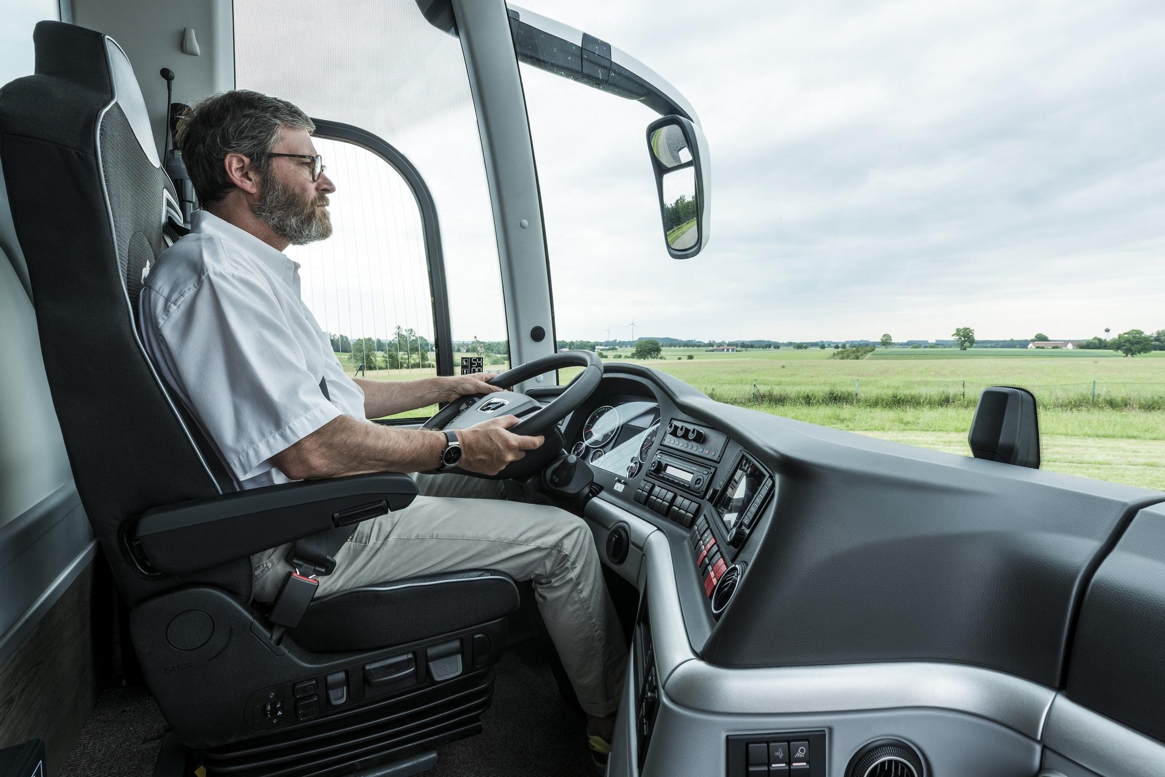 Stanoviště řidiče nového MAN Lion's Coach. (foto: MAN Truck & Bus)