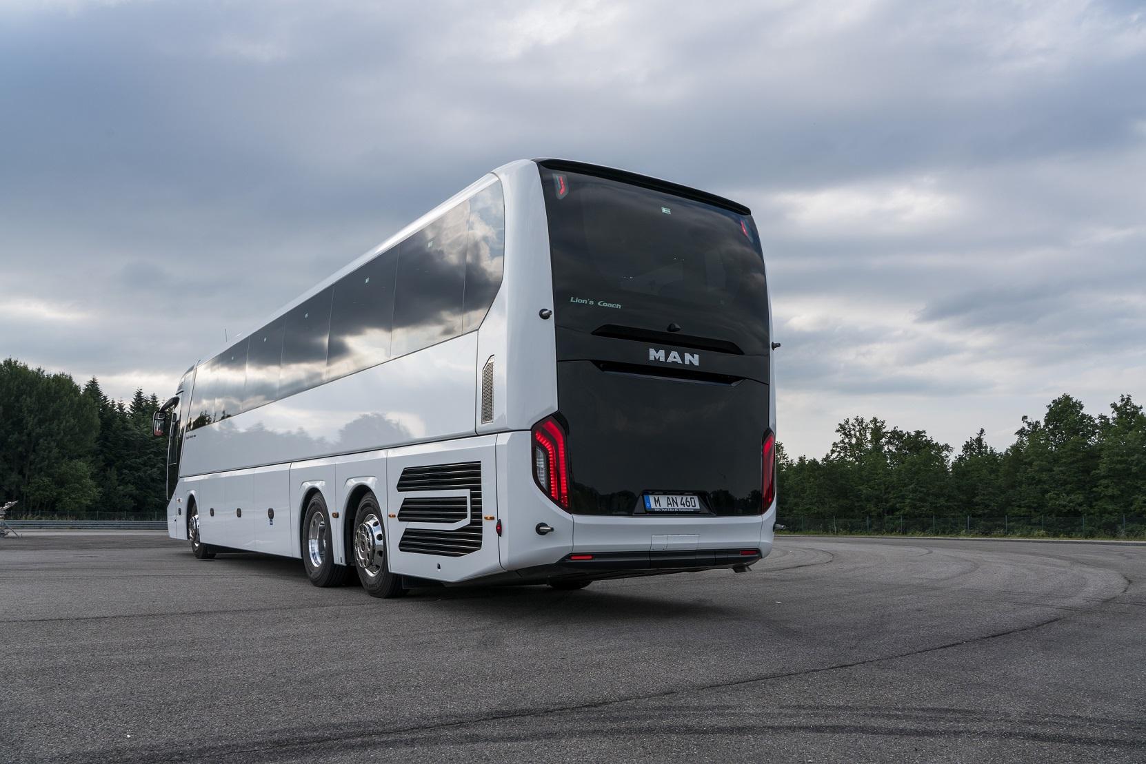 Zadnímu čelu dominuje černá. (foto: MAN Truck & Bus)