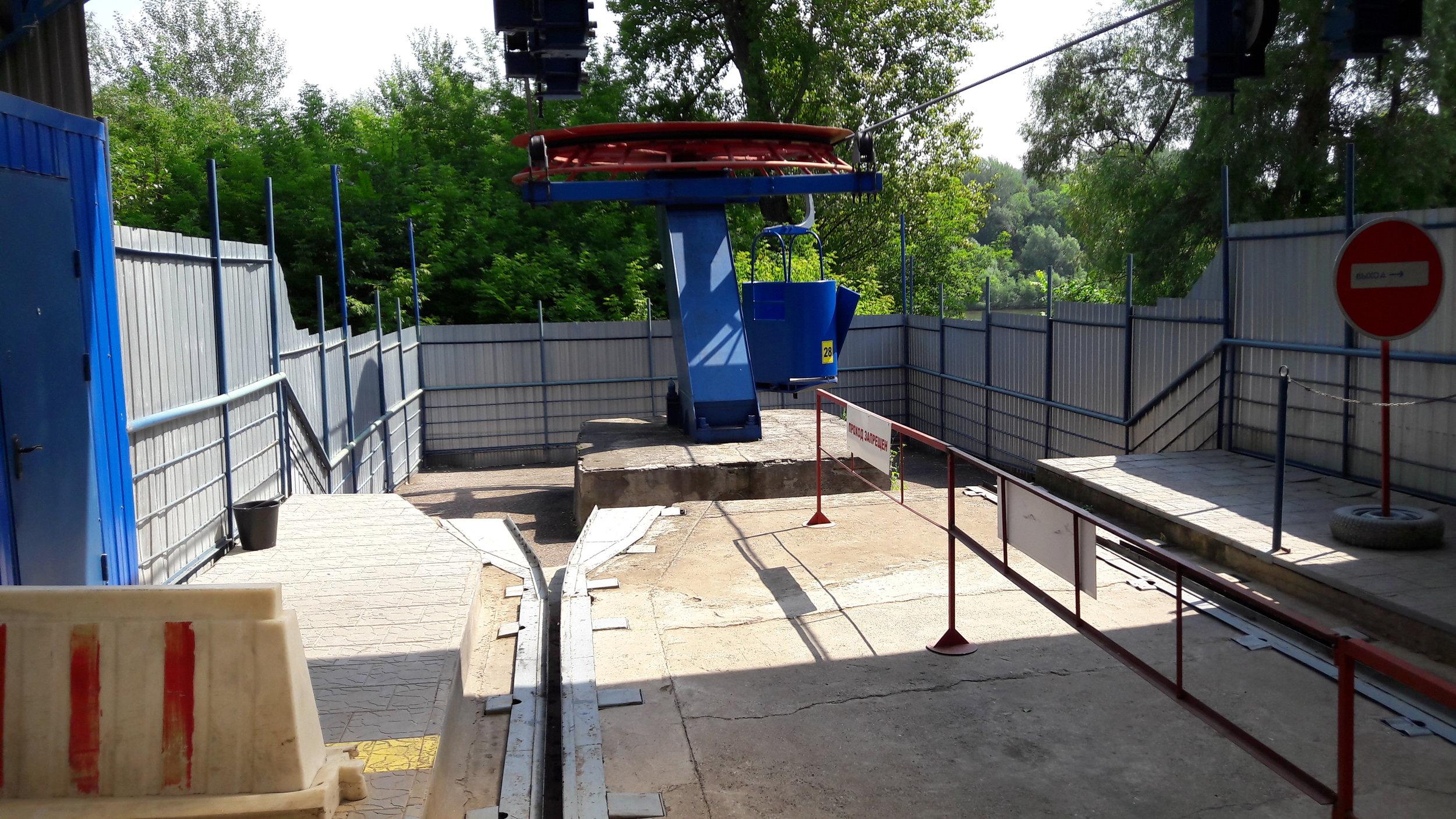 Spodní stanice lanové dráhy.
