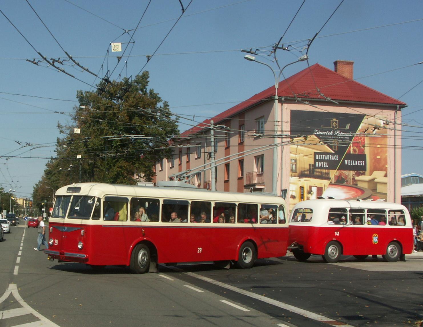 Tradičně velký zájem byl o cestování v trolejbuse s přívěsem.(foto: Ondřej Mikolášek)