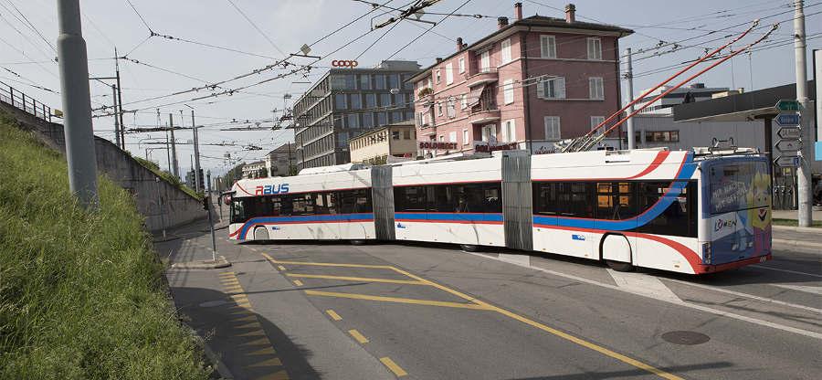 Všechno jde, když se chce. V Lausanne začal jezdit tříčlánkový trolejbus. (foto: tl)