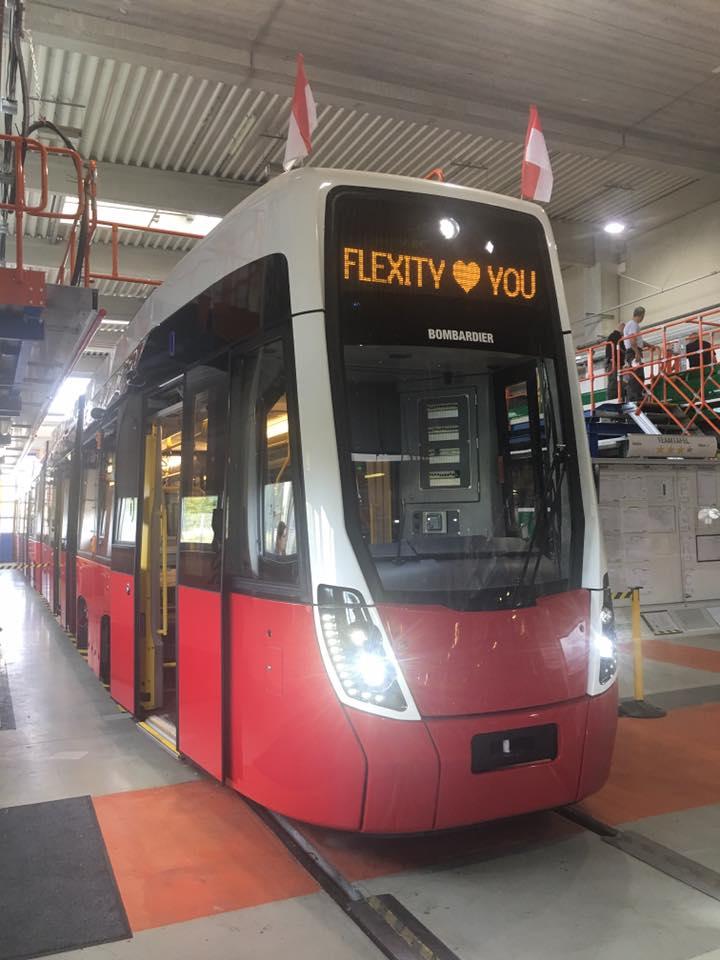 Flexity Wien ve výrobním závodě. (foto: Wiener Linien)