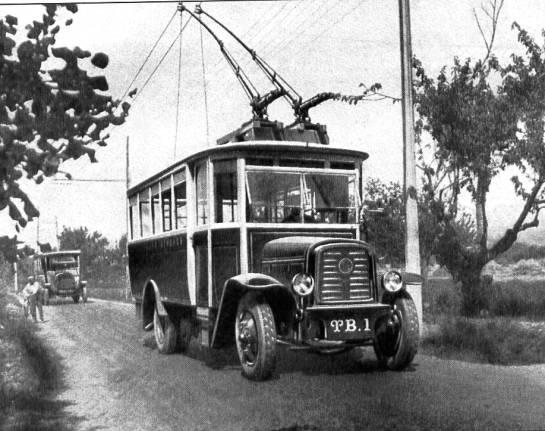 Snímek trolejbusu O.T.M. 1 z 87. čísla časopisu Charge Utile (zdroj: archiv Rolanda le Corffa)