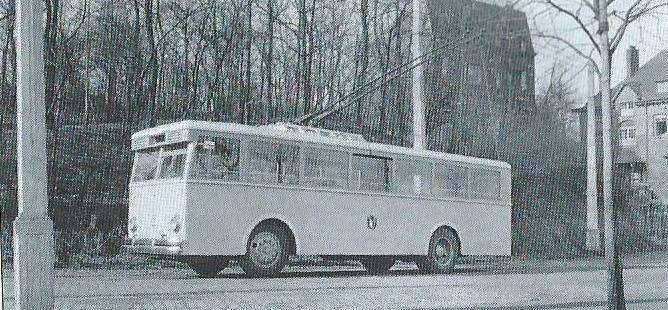 Prototyp vozu CS 48. Na bočnicích nesl znak města Mety, ve kterém nakonec trolejbusová síť před druhou světovou válkou nevznikla. Snímek pochází z Liège.(foto: VETRA / archiv G. Mullera)