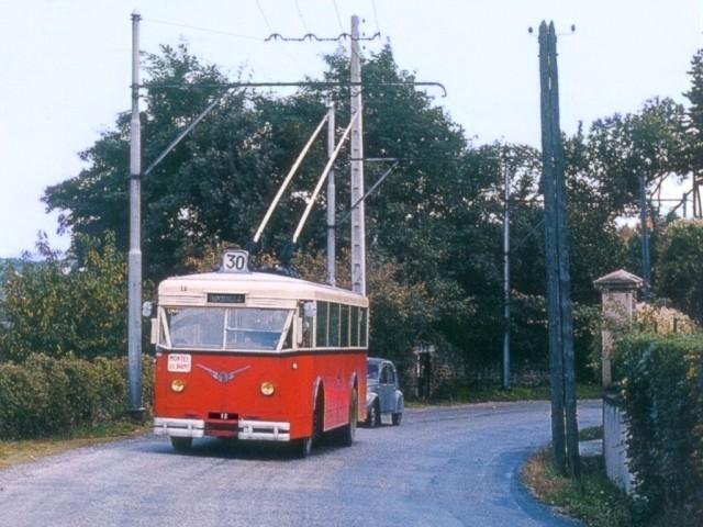 """Vozy typu CS 60 tzv. """"1. generace"""" jezdily z Lyonu do obce Francheville, jmenovitě do její čtvrti Francheville-le-Haut. (foto: Adrien Gondin / repro z 91. čísla časopisu Charge Utile)"""