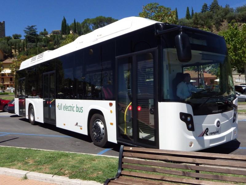 Dodavatelem karoserie je společnost Industria Italiana Autobus, za níž stojí převážně čínský kapitál (80 %). Základem je vůz Citymood 12. Ten si je možné zakoupit jako elektrobus od Rampiniho (pak je obchodní jméno Rampini E120 Electric), anebo přímo od firmy Industria Italiana Autobus (v takovém případě je typ pojmenován jako Citymood 12E). (foto: Rampini)