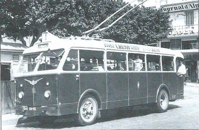 Trolejbus TA s ocelovou skříní na podvozku SOMUA. (foto: G. Rannou / archiv G. Mullera)