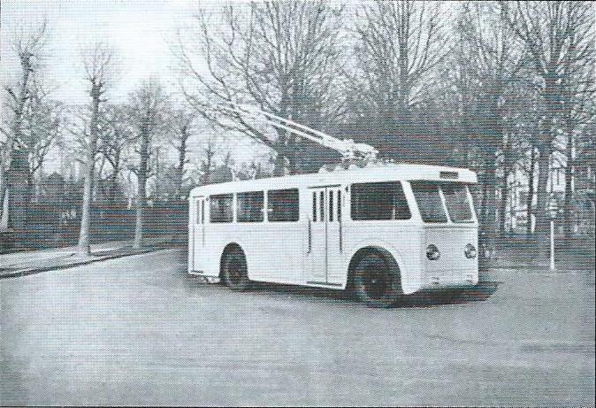 Trolejbus typu CS 45 byl zachycen krátce po svém vyjetí z výrobního závodu společnosti Franco-Belge v severofrancouzské obci Raismes. (foto: VETRA)