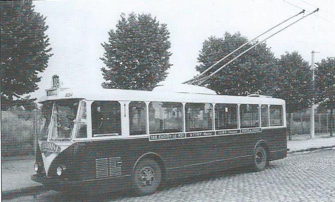 Pařížský vůz typu VBRh ev. č. 8094 na lince 183 Porte de Choisy – Choisy-le-Roy. (foto: VETRA / archiv G. Mullera)