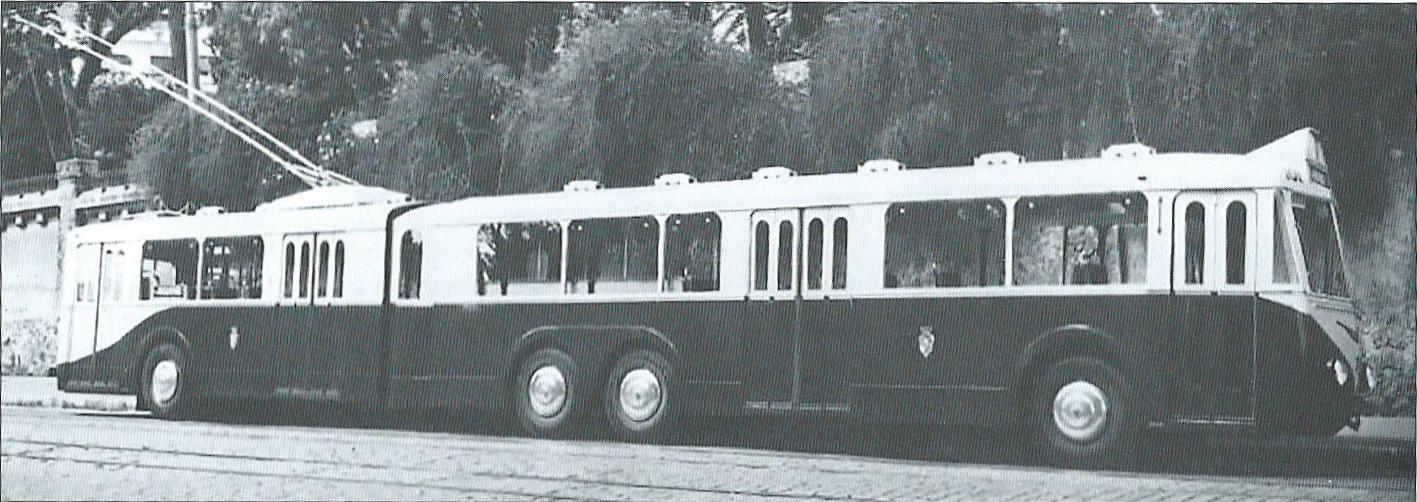 Trolejbus VA 4 byl objednán podnikem TA pro zamýšlenou náhradu tramvajové linky č. 1/3 trolejbusy. Objednávka se děla na základě požadavku města Alžír. Mocný vůz se ale dlouho v provozu neohřál. (foto: VETRA / archiv G. Mullera)