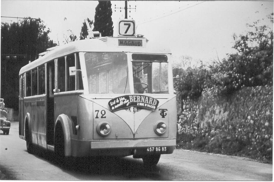 VETRA VCR ev. č. 72 (ex-Bordeaux) byla zachycena na lince č. 7 Gare – Cap Brun – Magaud. (foto: RMTT / sbírka Rolanda le Corffa)