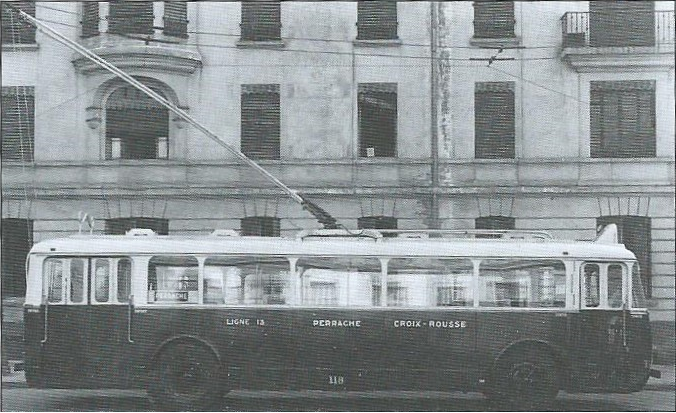 Porovnání lyonských vozů typu  B 41  (ev. č. 49; vlevo) a B 47 (ev. č. 118; vpravo).(foto: 2x OTL / archiv G. Mullera)