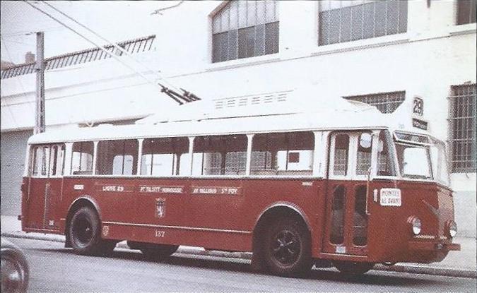 Dva lyonské vozy typu VBB. (foto: 2x OTL / archiv G. Mullera)