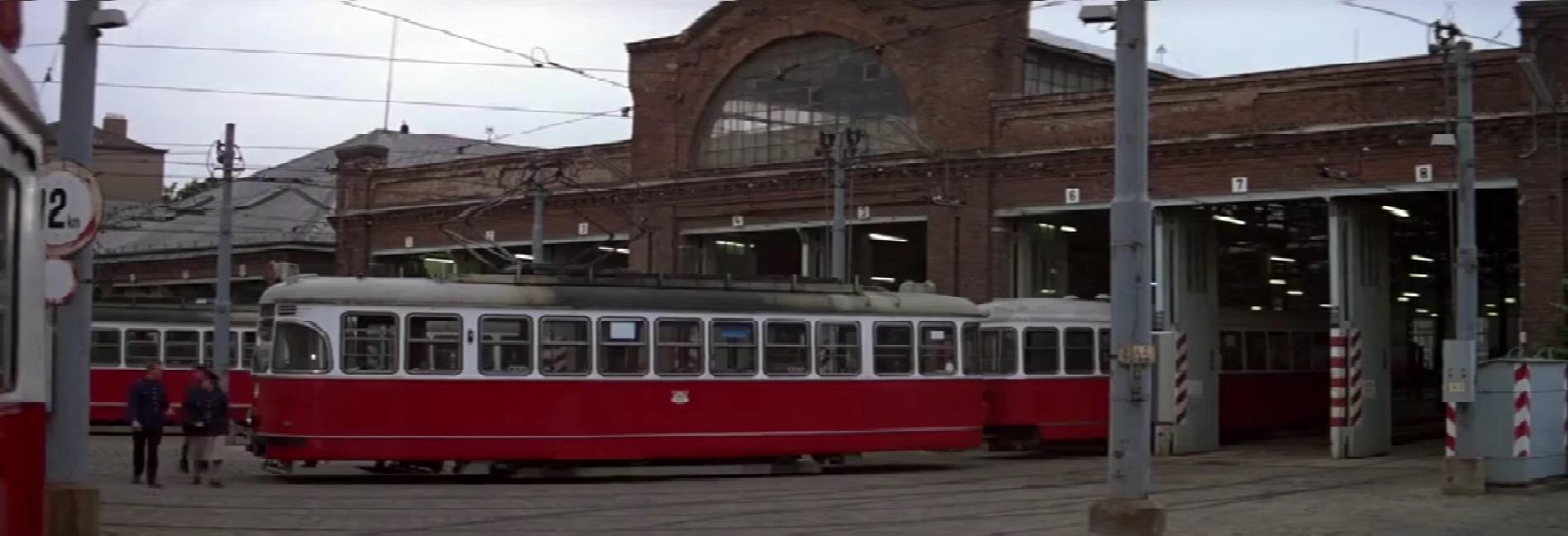 Jako konečná Karlova Ves posloužila dnes již zrušená vozovna Währing (Kreuzgasse).(Převzato z filmu Dech života/The Living Daylights)
