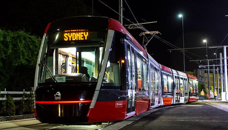 První zkušební jízda nové tramvaje v ulicích Sydney. (foto: Alstom)