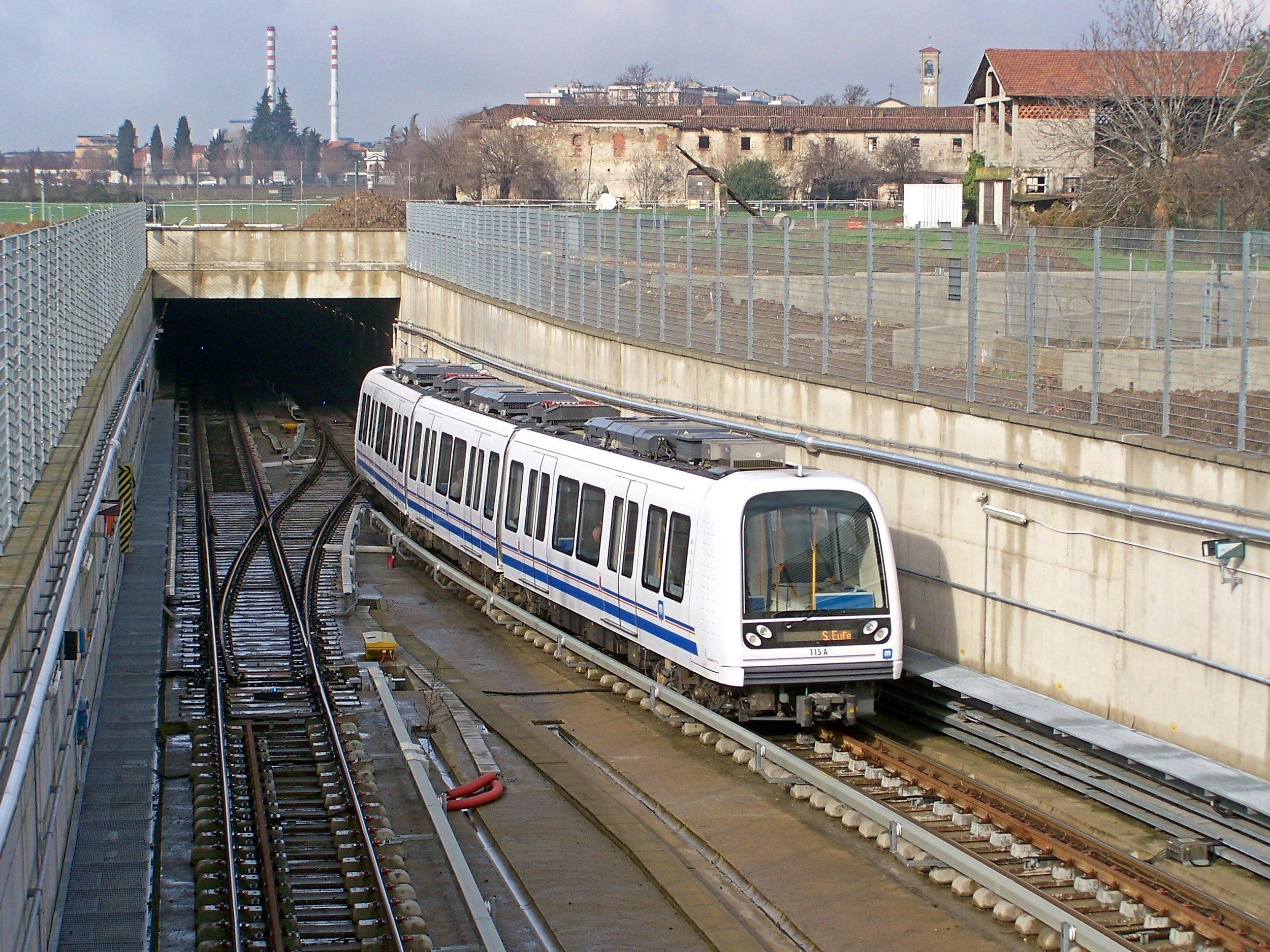 Jednotka metra o délce 39 m dodaná společností AnsaldoBreda. (zdroj: Wikipedia)