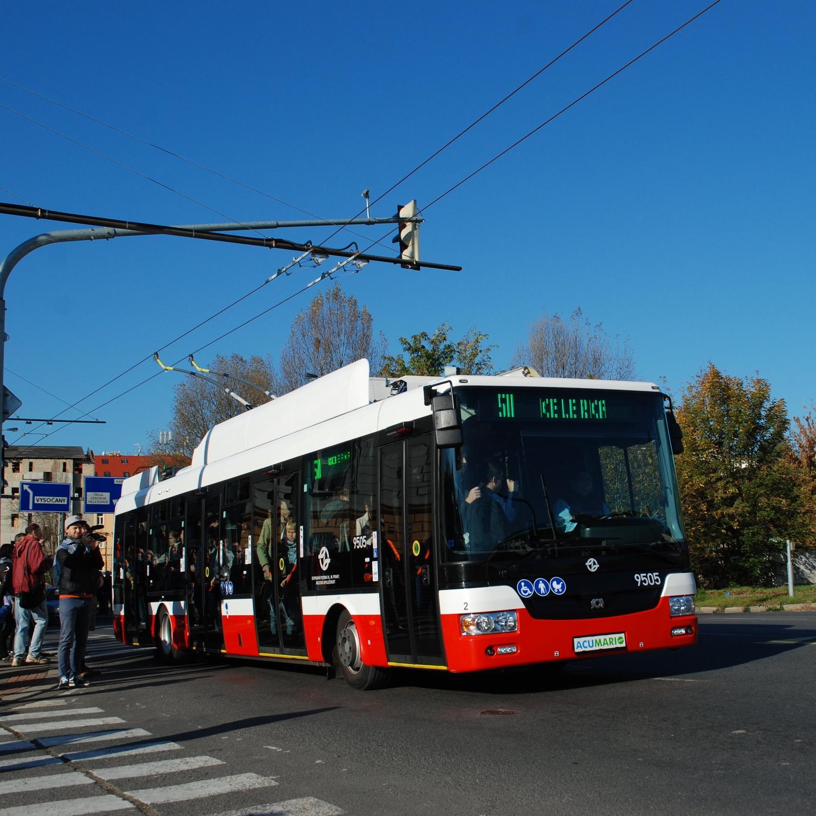 Trolejbus SOR TNB 12 při symbolickém obnovenítrolejbusové dopravy v Praze dne 15. 10. 2017. (foto: Libor Hinčica)