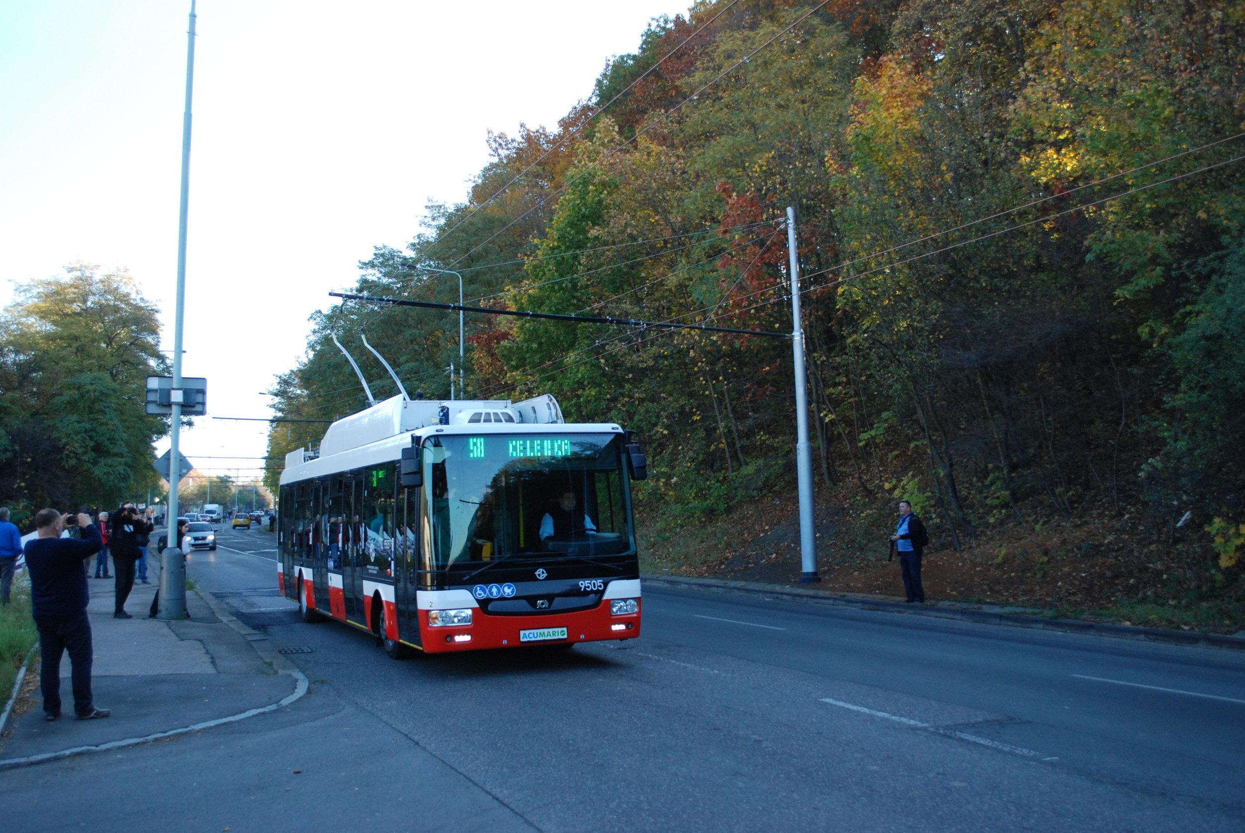 Praha o parciálních trolejbusech hovoří jako o elektrobusech s dynamickým nabíjením. Stejnou taktiku zvolil také například ruský výrobce trolejbusů Trolza. (foto: Libor Hinčica)