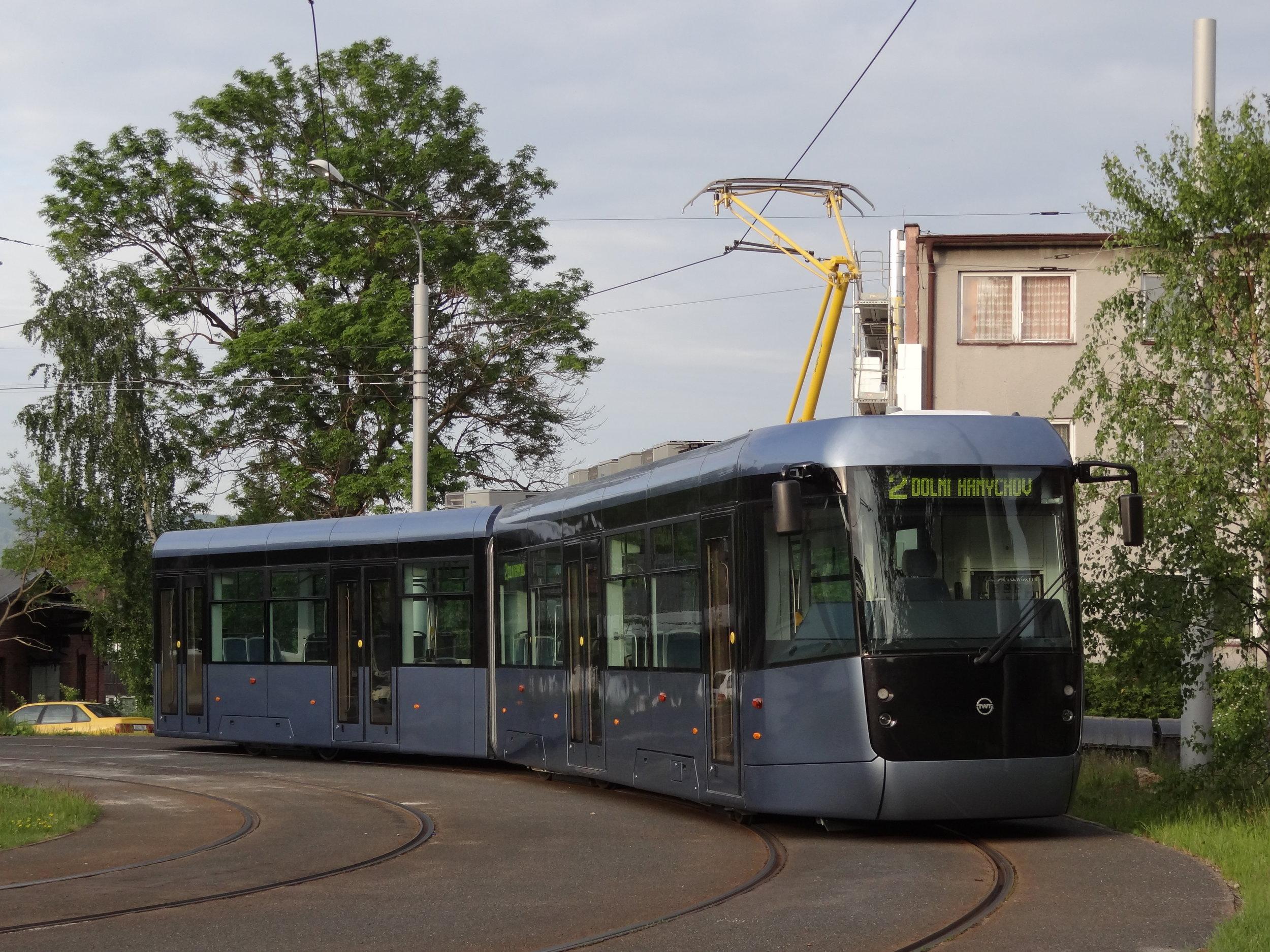 Tramvaj EVO2 v Liberci je prozatím jediným vozem svého typu. Brzy ale přibudou nové tramvaje také do Plzně, bez šance není výrobce ani v Brně a Mostě. (foto: Petr Dvorský)