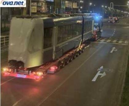 Záznam z webové kamery na křižovatce ulic Opavskéa Martinovskés tramvají Tango NF2 pro Ostravu. (zdroj: OVA.net)