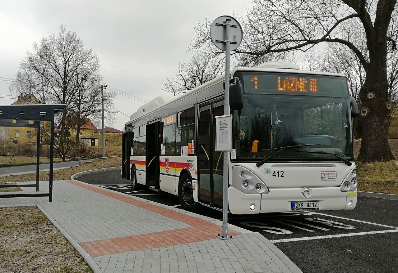 Autobus Iveco Citelis 12M CNG na nové konečné v obci Jenišov, na kterou autobusy zajíždějí od 26. 3. 2018. (foto:DPKV)