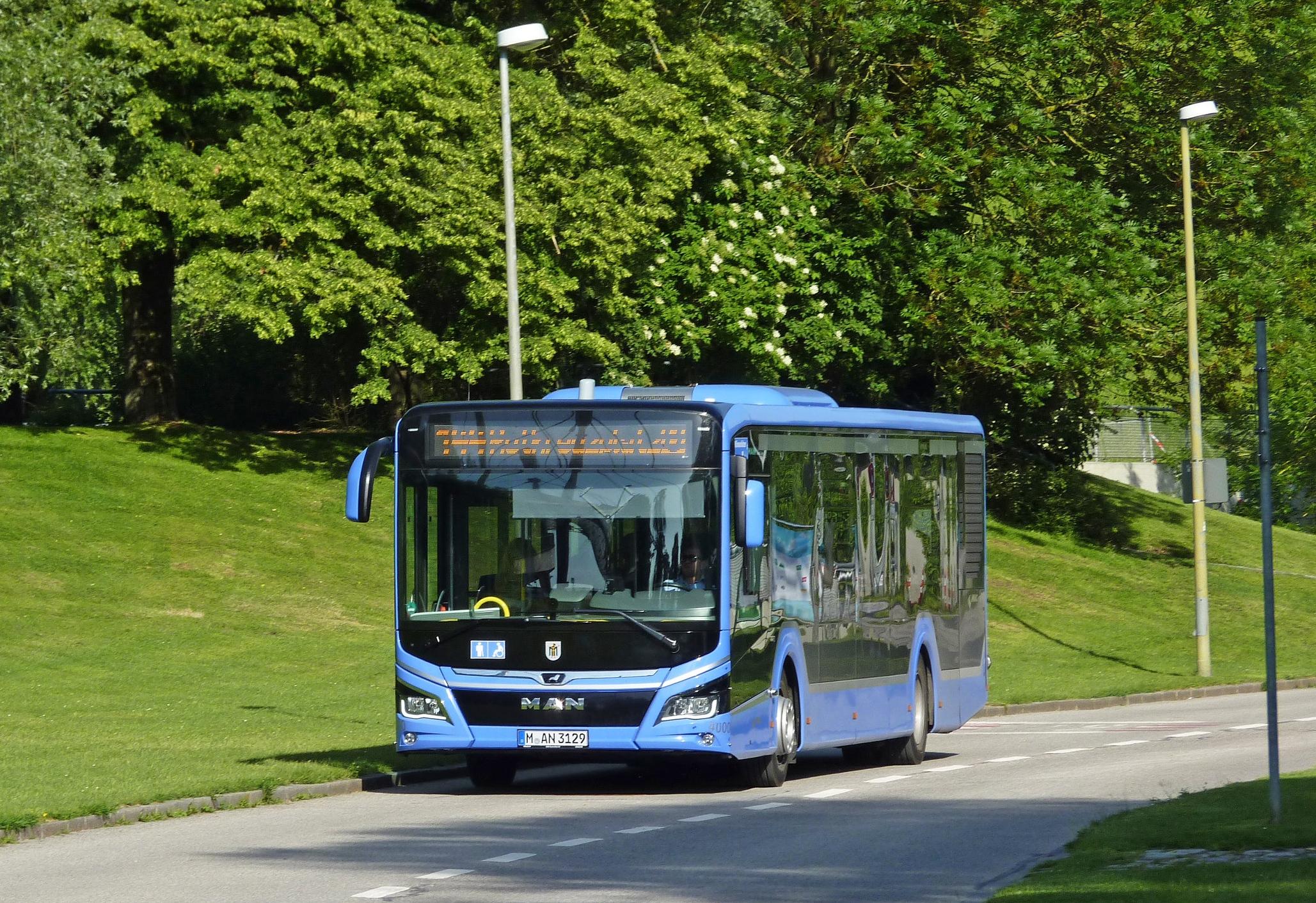 Novým vozem Lion's City je možné svézt se například v Mnichově. Nejblíže českých hranic bychom našli předváděcí vozy v Pirně nedaleko Drážďan.(foto: Ing. Filip Novotný)