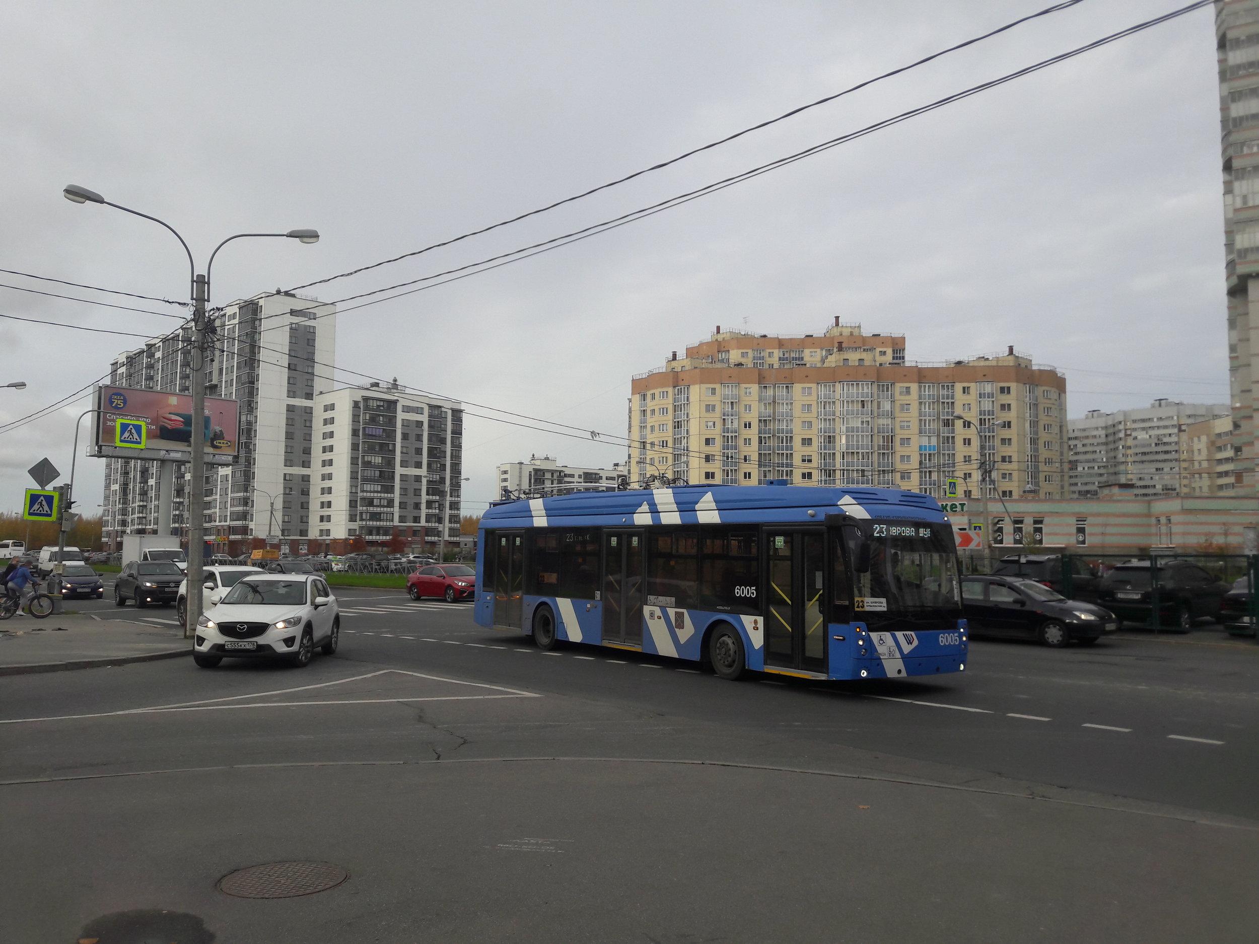 Na ulici Optikov.
