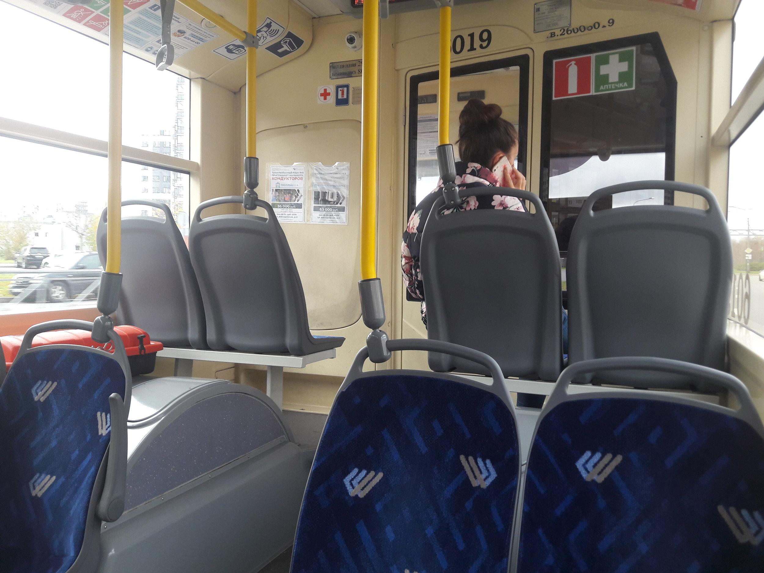 Nové parciální trolejbusy od Trolzy jsou dvou typů, a sice 5206.02 (10 ks) a 5206.08 (80 ks). Tento vůz (ev. č. 6019) z druhého typu má jednu speciálnost, dvě křesla v kabině, která má vstupní dvoukřídlé dveře jen pro sebe. Vůz totiž slouží nejen k provozu, ale i zaškolování.
