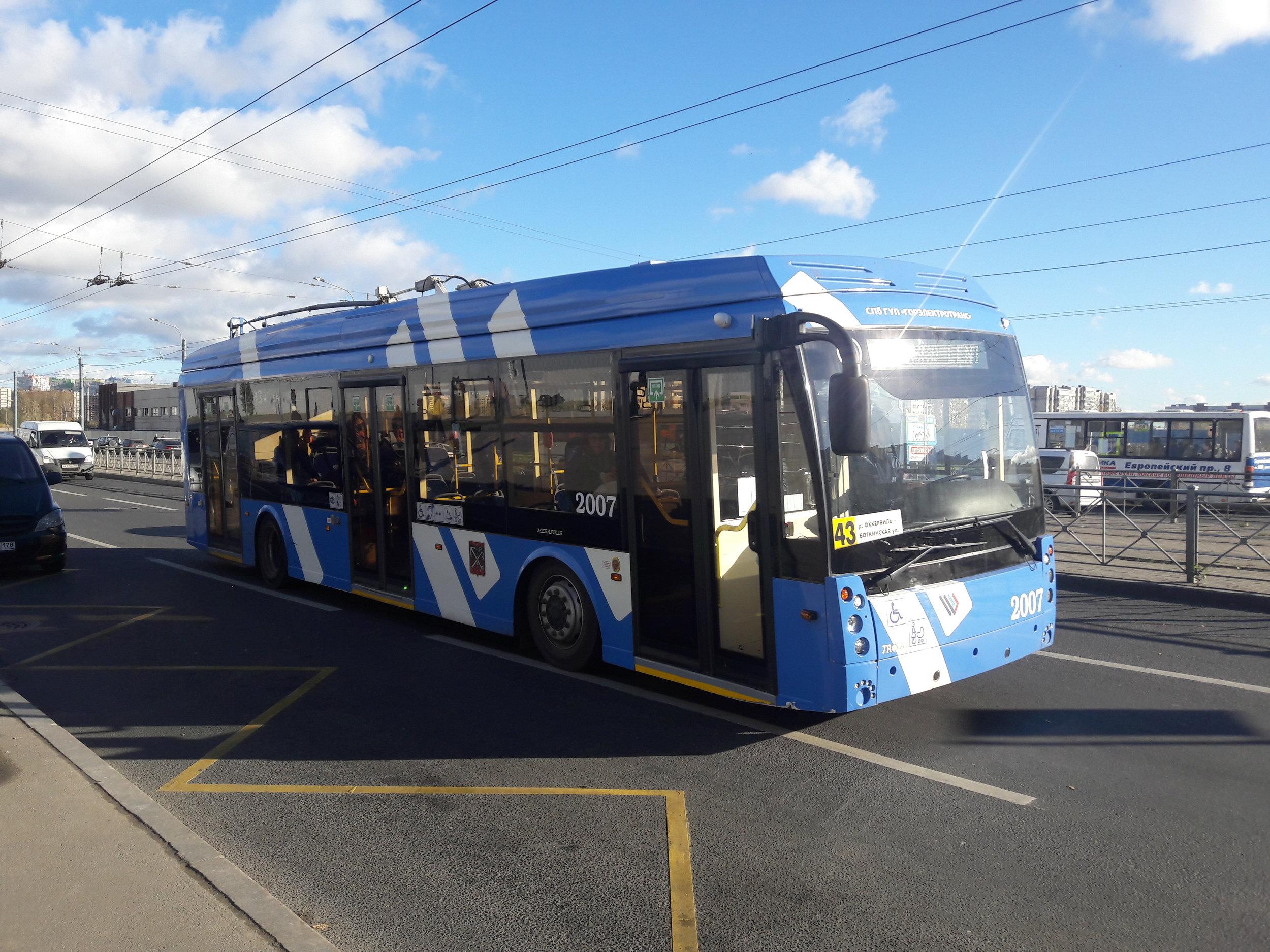 Trolejbus Trolza Megapolis 5206.08 na východě města u stanice metra Dyběnko dne 19. 10. 2018.