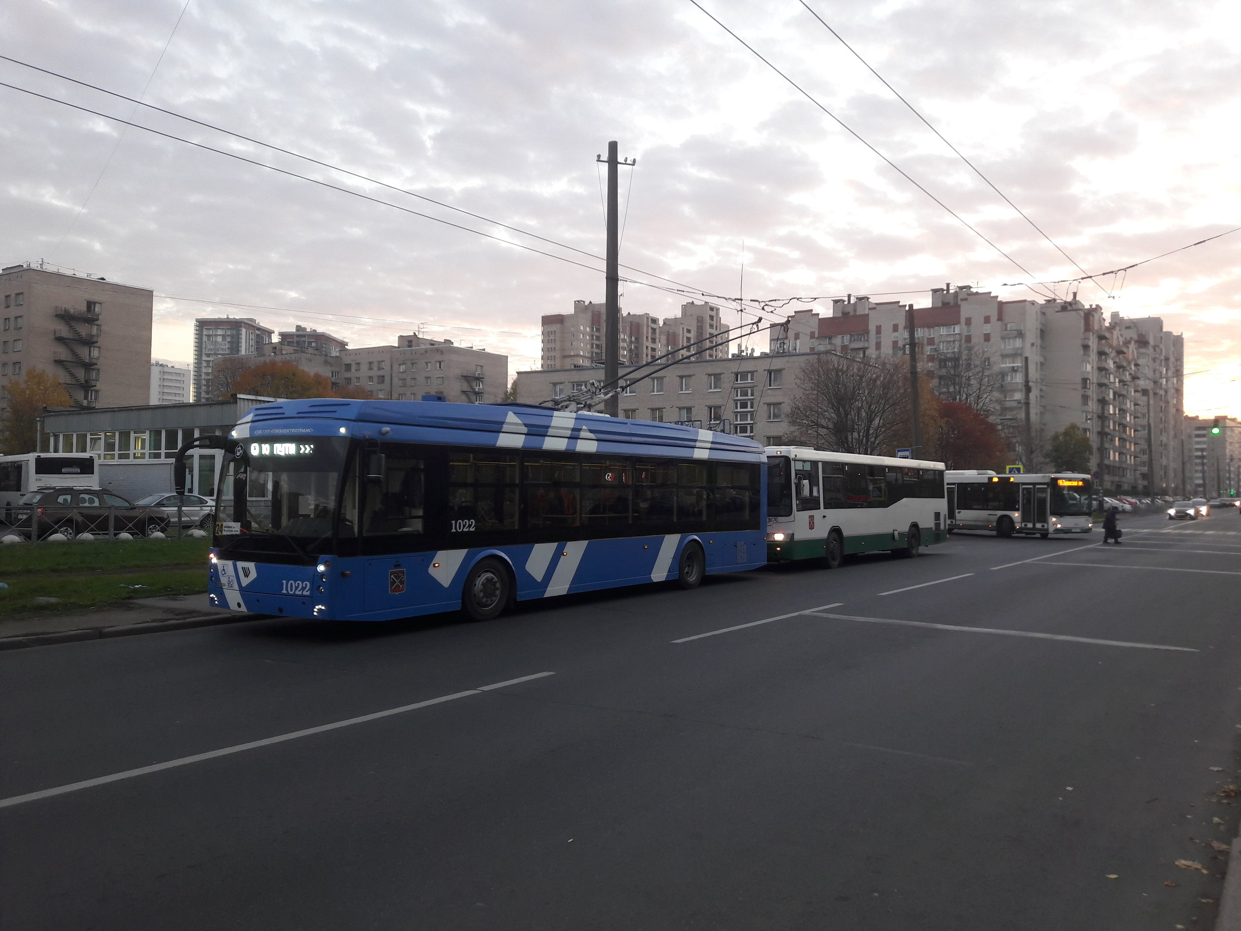 Na lince 24 na konečné Zvezdnaja ulica (jih města).