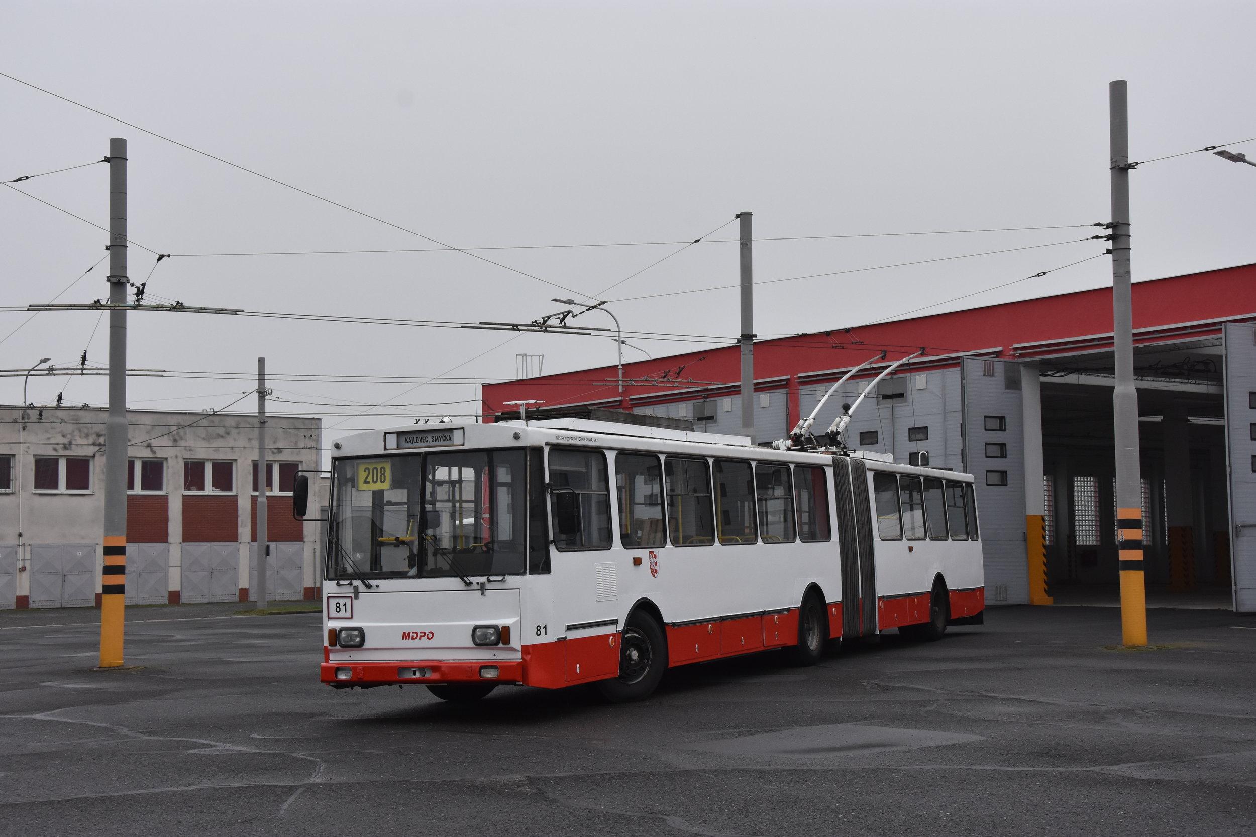 "Pohled zleva na ""opavský"" vůz Škoda 15 Tr. (foto: Libor Hinčica)"