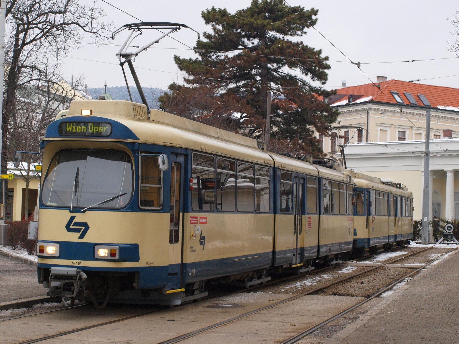 Vozy řady TW100 jsou pro dráhu Vídeň - Baden v současné době nepostradatelné. Vídeň však vybrala už jejich nástupce. (zdroj: Wikipedia.org)