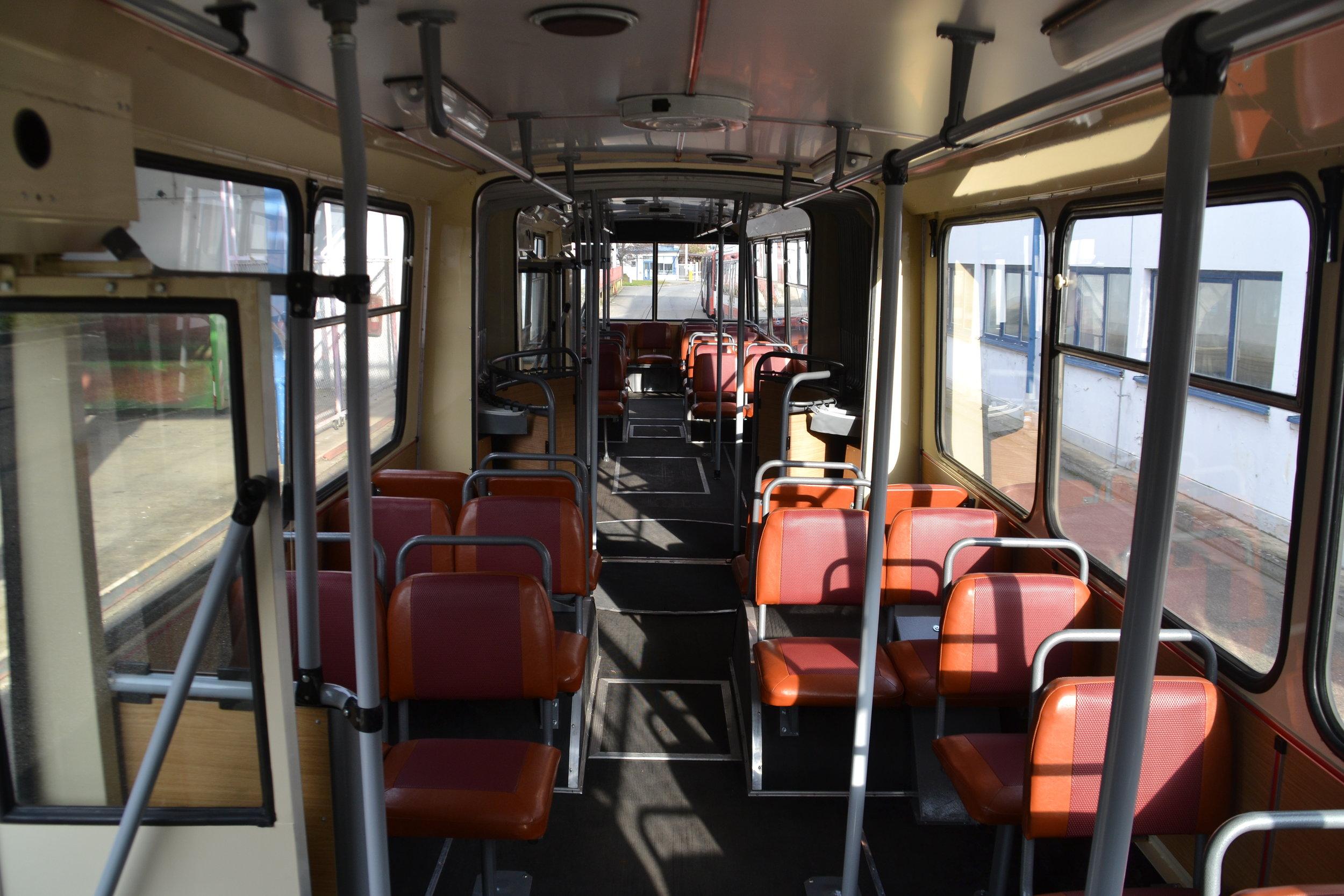 Pohled do interiéru trolejbusu. (foto: Ing. Jiří Černý)
