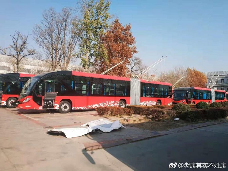 Kloubové trolejbusy Foton BJD-G180FB ve výrobním závodě.