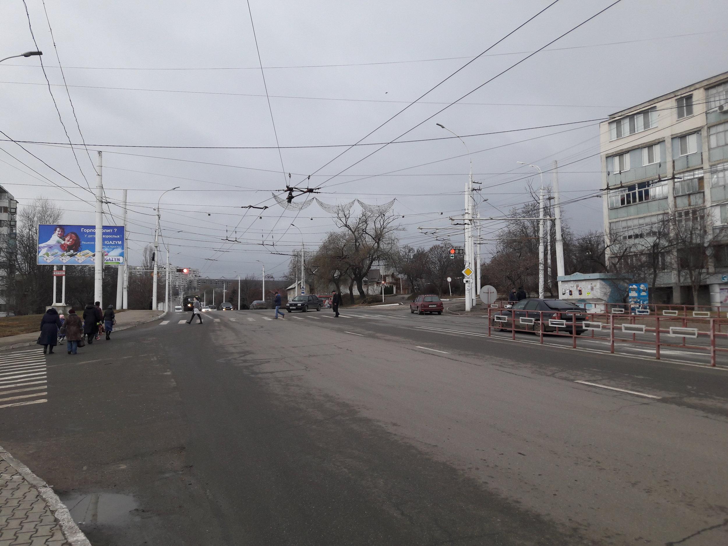 Rozvětvení linky č. 1 a snímky z cesty na její konečnou Aptěka (v mikrorajoně Solněčnyj).