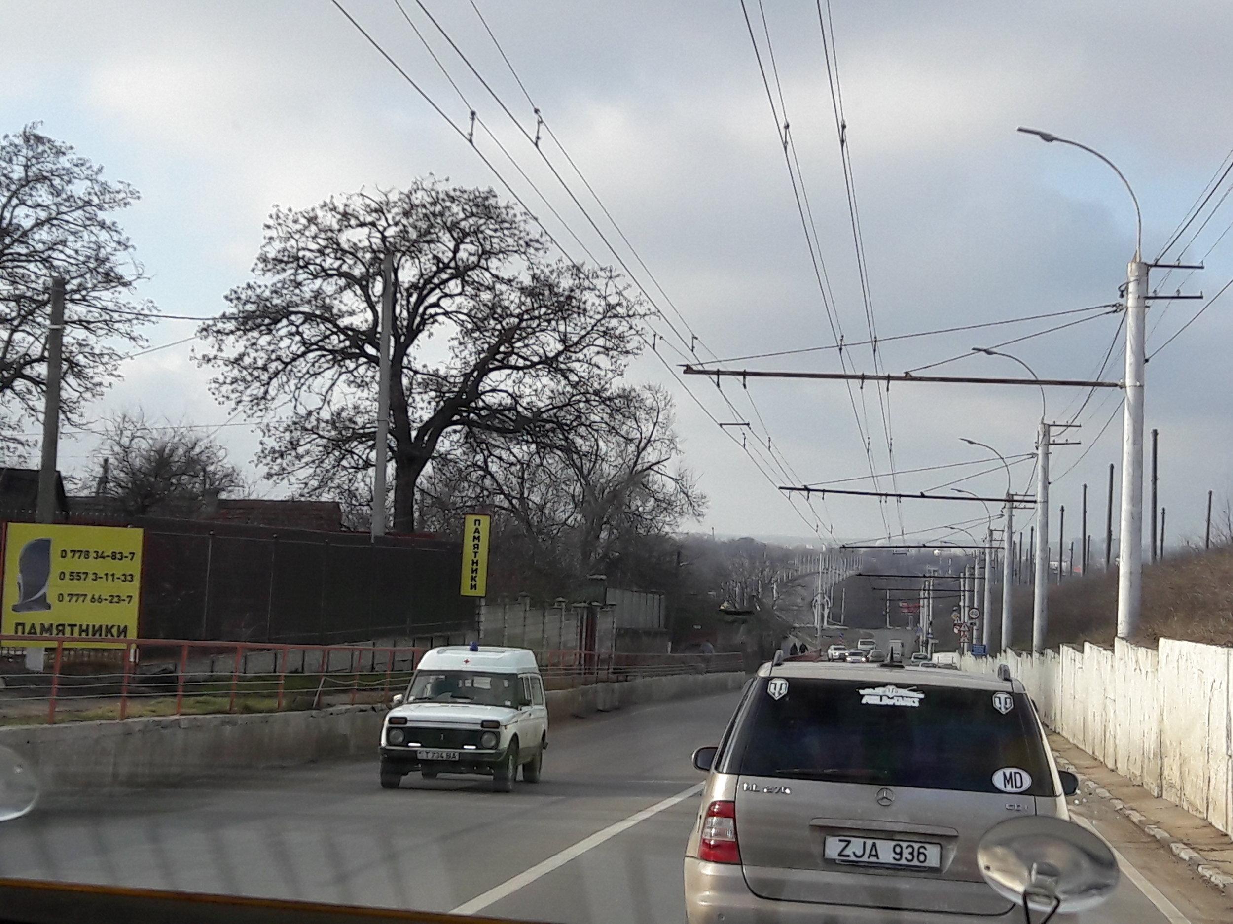 Dva ilustrační snímky meziměstské trati.