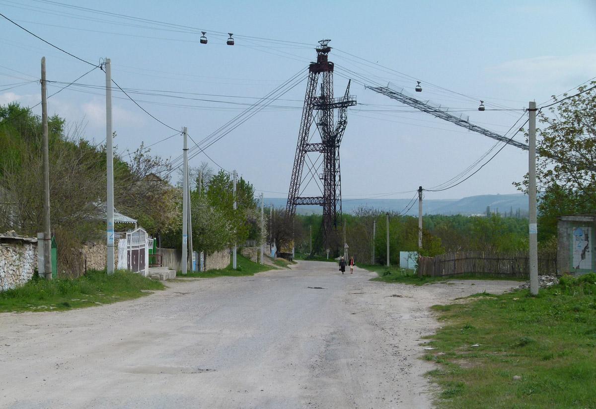 Pokud by se prodloužení do Reziny realizovalo, podjížděl by trolejbus lanovku…