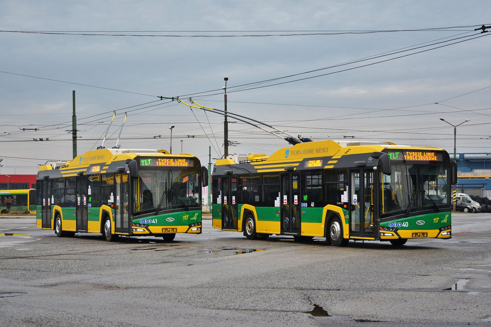Dvojice nových trolejbusů je řešena jako tzv. parciální trolejbusy. (foto: Tyskie Linie Trolejbusowe)