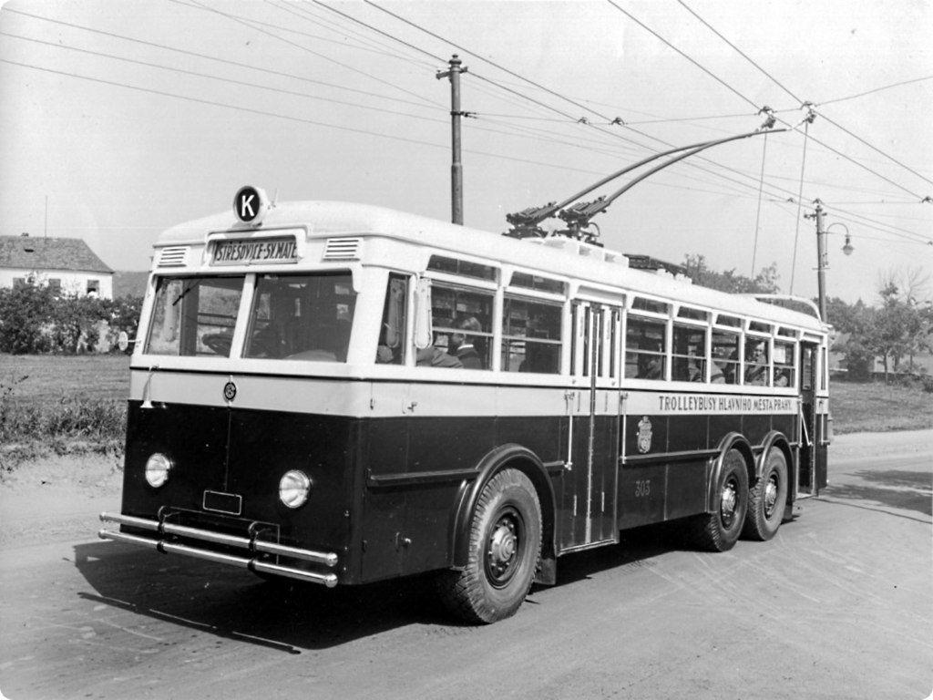 Původní provedení prototypu trolejbusu Praga TOT na snímku z roku 1936. (archiv: Jan Arazim)