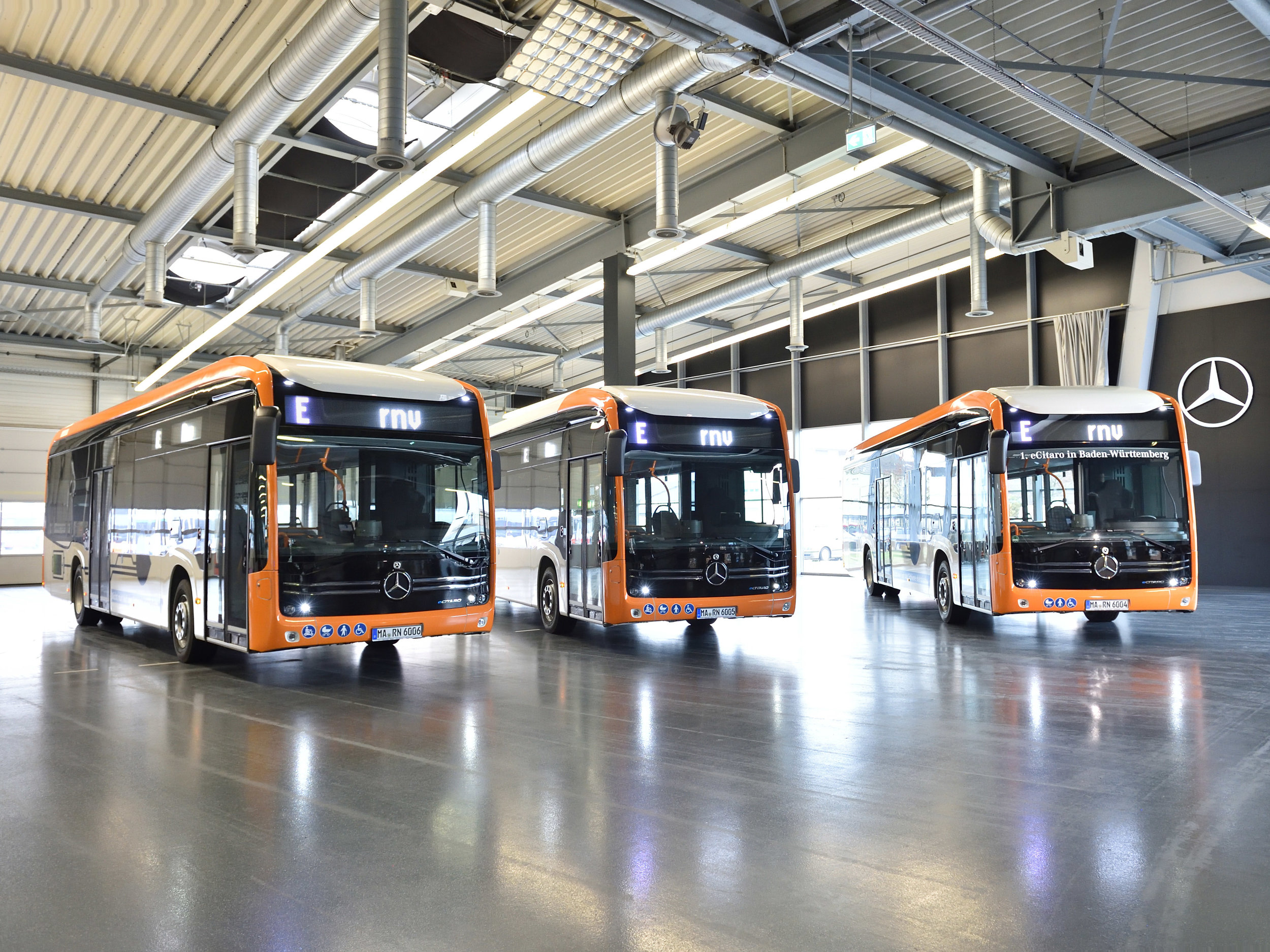 Trojice elektrobusů eCitaro pro RNV. (zdroj: RNV)