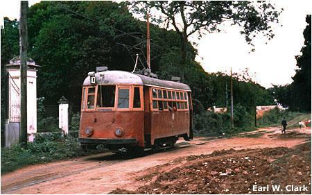 Na snímku z roku 1963 vidíme v lokalitě Fernando de la Mora (dnes téměř 200tisícové město sousedící s Asunciónem) blíže neidentifikovanou tramvaj. (foto: Earl W. Clark / sbírka Allena Morrisona)