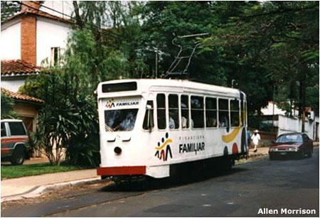 V říjnu 1995 na lince č. 5 směrem do Las Mercedes, ovšem v režimu zakázkové jízdy s Němci. (foto: Allen Morrison)