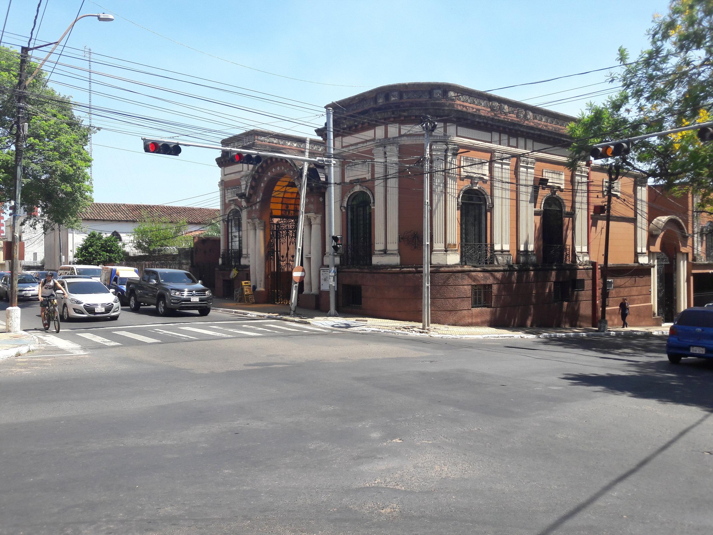 Křížení ulic Mariscal López a Brasil.