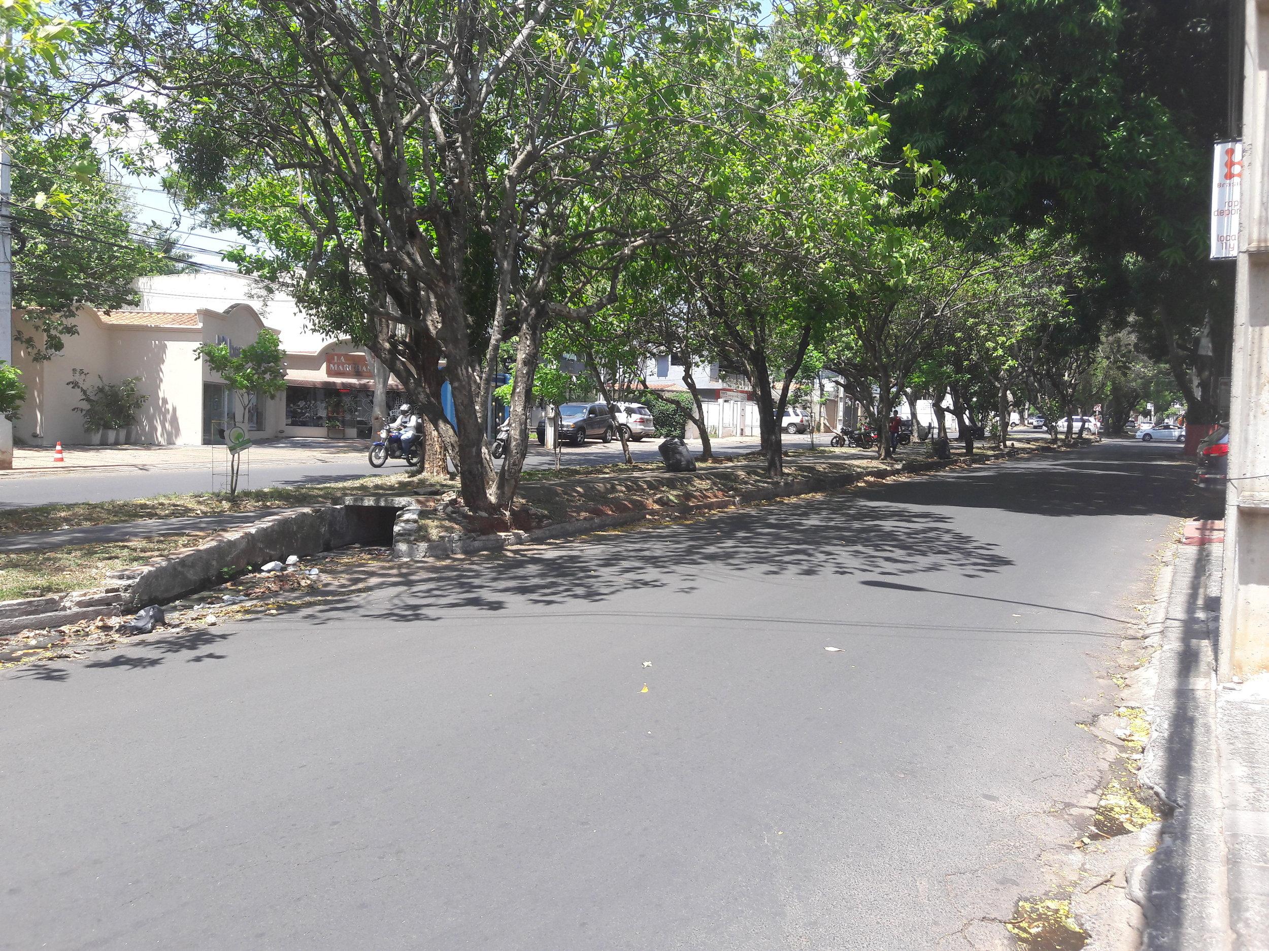 Snímky z třídy Guido Boggiani. Jak vidno, na místě trati vznikla cyklostezka.